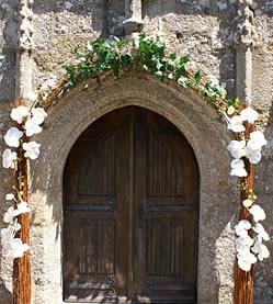 Eglise mieux conseiller les futurs mari s mariage you for Decoration porte entree pour mariage