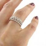 Choisir un solitaire serti de diamant comme bague de fiançailles